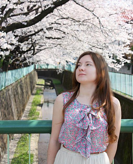 Сакура, Япония, выпускница школы японского языка Китидзёдзи