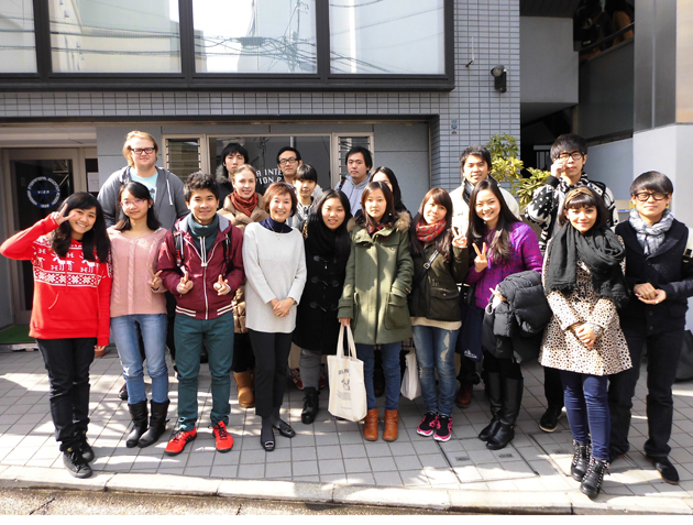 Студенты японской языковой школы