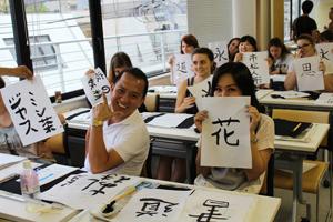 урок в школе японского языка