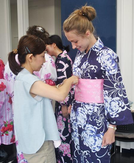 переодевание в кимоно, Япония