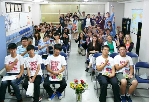 студенты школы Интеркультура, изучение японского языка