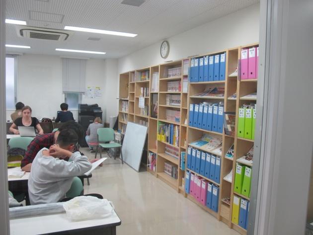 Школа Саму, библиотека