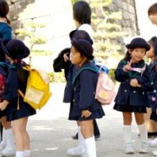Количество иностранных учеников, не обладающих навыками японского языка, стремительно растет