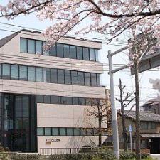 Школа KJLTC и район Камогава