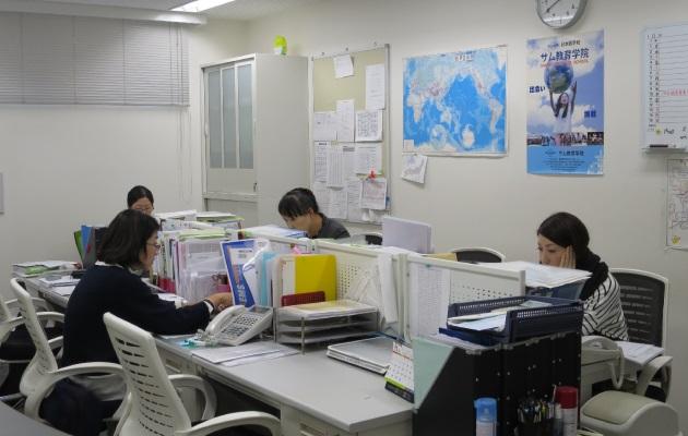 Учителя школы SAMU за работой