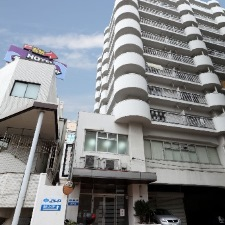 Здание школы JILA в Фукуока
