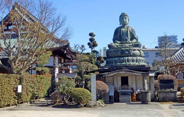 японский храм осенью