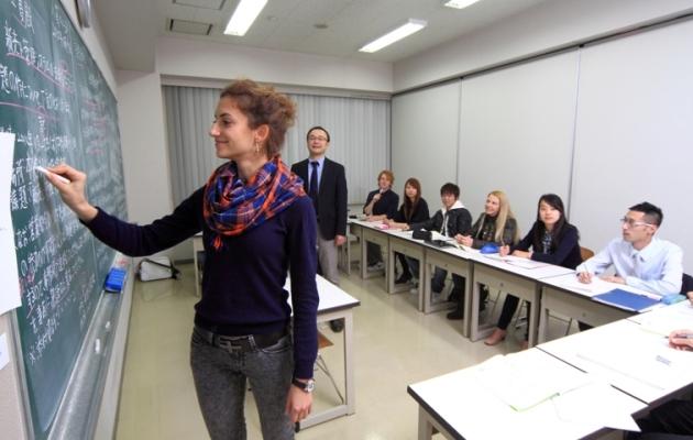 занятие по японскому в школе YMCA в Осаке