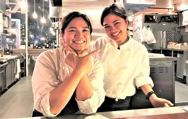 ученицы школы TIEI на курсах по отельному и ресторанному бизнесу