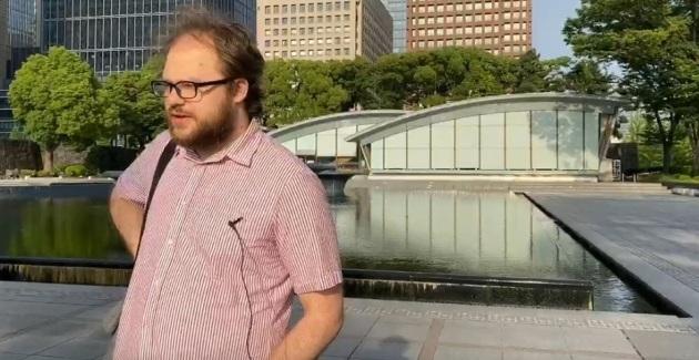 Дмитрий - живет и работает в Токио