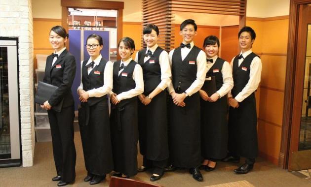найти работу в отеле или ресторане в Японии будет намного проще после окончания колледжа