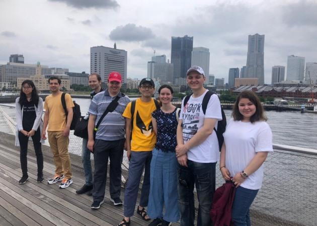 Студенты гаку.ру на набережной Йокогамы