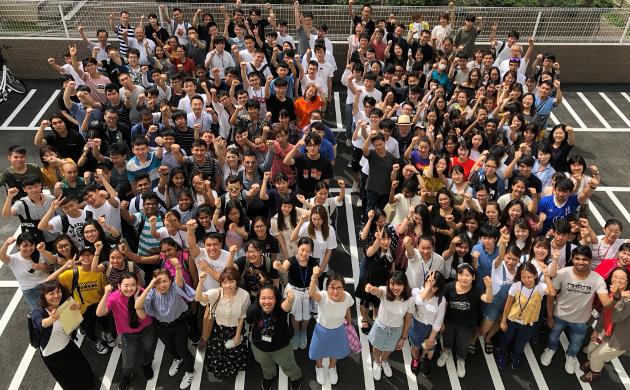 студенты школы Ohara - одна дружная семья